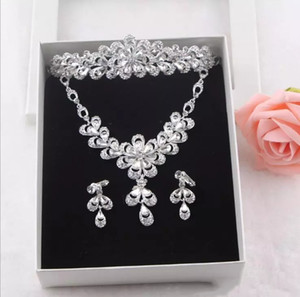 Wholesale 2018 New Arrival A Set Necklace Earring Crown Bridal Accessories Bling Bling Wedding Decorations Jewelry Wedding Events