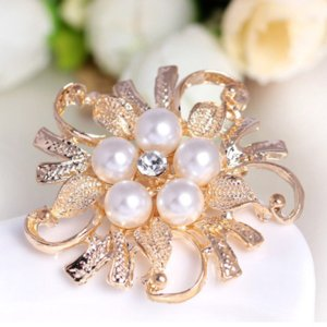 Wholesale pearl brooch gift resale online - Crystal Pearl Flower Brooches Pins Silver Gold brooch pin Business suit dress top Corsage Wedding gift for women men will and sandy