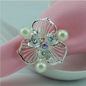 Wholesale New Design Silver Clover Metal Rhinestone Pearl Napkin Rings Tablecloth Ring For Hotel Wedding Banquet Table Decoration Accessories Supplies