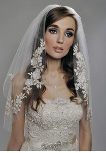 2015 Hot Muslim Arabic Bridal Veils White Ivory Short Vintage Wedding Bridal Veil Elbow Length Two Layer Beaded Lace Champagne Appliques