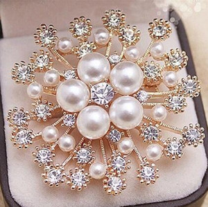 Wholesale 5Color Pearl Crystals Gold Snowflake Brooch Luxury Diamond Czech Crystals Women Hijab Wear Broach Pins Fashion Jewelry
