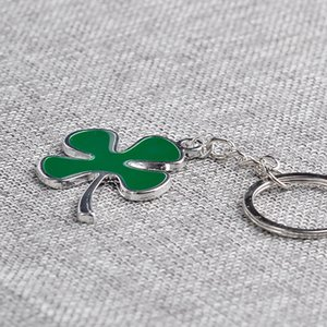 Wholesale Promotion gift Metal clover keychain green Four Leaf Clover key chain key ring pendant bag part zinc alloy classic fashion jewelry