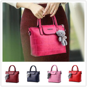 Wholesale Brand new wave of female small grizzly atmospheric explosion models women shoulder messenger bag BAG72
