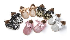 zapato de prewalker antideslizante al por mayor-Autumn Children Girls Party Sparkling Lectins Bowknot Cinturón Zapatos Leopardo Soft Soled Shoe Prewalker Bebé Paseo Antideslizante B4784