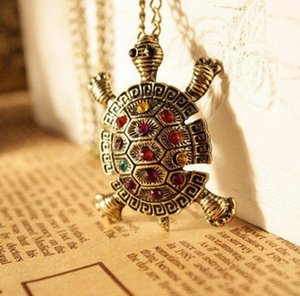 Wholesale Vintage Little Turtle Pendant Inlaid Diamond Sweater Chain Necklace New Fashion Cute Animal Jewelry for Women Christmas Gift
