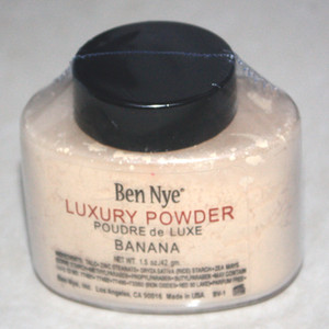 Ben Nye Luxury Powder 42g New Natural Face Loose Powder Waterproof Nutritious Banana Brighten Long-lasting powder 24pcs on Sale