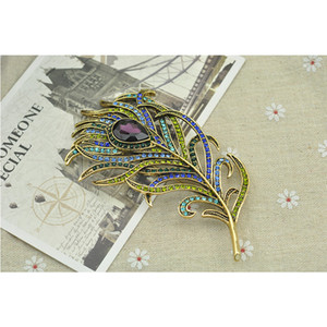 Wholesale Vintage Charm Peacock Feather Multi color Austria Crystal Brooch Pin Gold Tone Delicate Scarf Jewelry Free DHL B531S