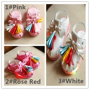 Wholesale LoveBaby 2017 New Baby Girls Princess Tassel Sandals With LED Light 3 Colors T-Strap Bows Tassel Flower Emboribery Hoop & Loop Sandals Q0935