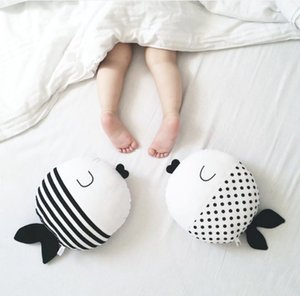 40CM Black White Cartoon Fish Sleeping Pillow Toy Plush Doll Goldfish Cushion Stuffed Toys Comforting Soft Kids Decorative Pillows for Bed