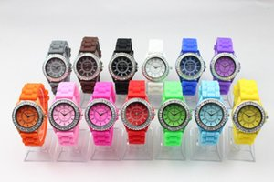 Wholesale 200pcs Hot Geneva Silicone Womens Watch Crystal Diamond Candy Jelly Wristwatches Unisex Mens Womens Quartz Luxury Watches Geneva