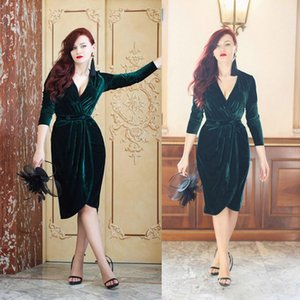 Wholesale Emerald Green Velvet Evening Dresses Knee Length Deep V Neck Ruched Prom Cocktail Dress Long Sleeves Formal Party Gown Custom