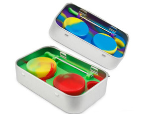 Wholesale 4 in Tin Silicone Storage Kit Set with ml Silicon Wax Container Oil Jar Base Dab Dabber Tool Metal Box Case