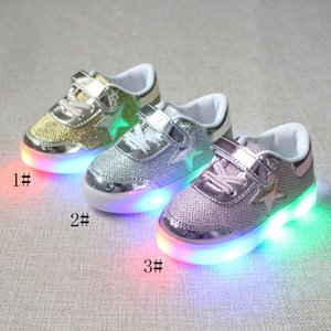Wholesale Led kids spring autumn new fashion glowing light boys and girls sports shoes casual shoes five pointed star shoes sneakers