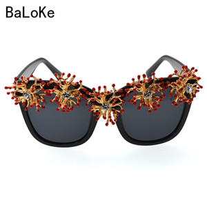 Wholesale new fashion retro baroque sunglasses women s summer beach rhinestone vintage circle oversize sun glasses female black square eyewear