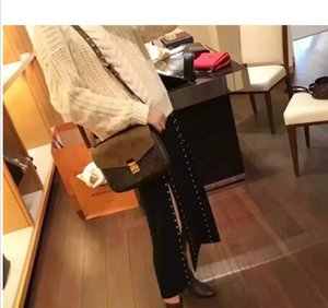Wholesale 2018 brand designer women men Briefcases COSMETIC BAG designer messenger bags shoulder bag handbag purse school bags M40780