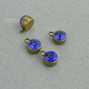 Wholesale DIY jewelry accessories metal antique bronze charms floating round Inlaid blue rhinestones pendant for jewerly making