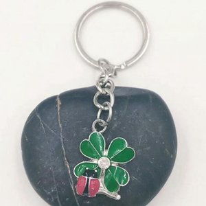 Wholesale Enamel Green Leaf Keychain Fashion Four Leaf Clover Ladybug Key Chain Metal Adjustable Creative Ring Keyring Keychain Jewelry Q2