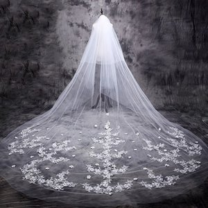 Wholesale Real Picture Wedding Veils Cathedral Length Veils Lace Appliques Bridal Veils with Lace Flowers and Comb Wedding Veil