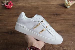 Wholesale Top quality fashion womens mens designer shoes with studs eleven rubber sole casual sneakers for men women size