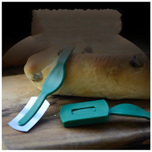 Wholesale European Arc Practical Bread Cutting Pattern Knife French Toas Cutter Portable Baking Tool With Cover Hot Sale xa Ww