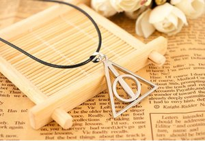 треугольный фильм оптовых-movie jewelry Europe necklace Cinema Harry the Deathly Hallows triangle pendant silver bronze with leather chain charming
