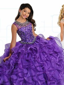 lila sparkly kleid mädchen großhandel-Sexy Purple Günstige Mädchen Festzug Kleider Cap Sleeves Sparkly Kristall Perlen Sheer Neck Rüschen Ballkleid Erstkommunion Party Kleid Kleider