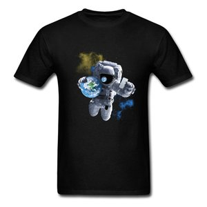 Wholesale Novelty Save The World Selfie Men Black T shirt Astronaut With Earth Print Male Short Sleeve Cartoon Tee Funny Top