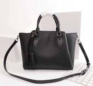 Wholesale Summer Hot Selling Fashion New Korean Style High Quality Cow Leather Hollow Tote Knitting Handbags Women Fashion Enough Room Shoulder Bag