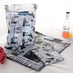 Wholesale 100pcs Black Newspaper Style Plastic Handle Gift Bags15x20cm Wedding Gift Plastic Packaging Bags White With Handle