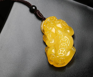 Wholesale Honey wax enamel pendant leather leisure carved sweater chain men and women second generation amber chicken yellow old honey chicken yellow