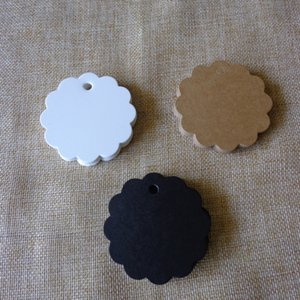 Wholesale DIY Apparel Sewing Fabric Garment s Kraft Paper Tag White Black Flower Shape Gift Tag Kraft Scallop Paper Hang Tag Garment