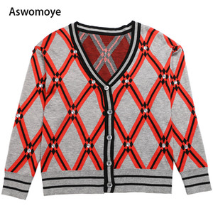 Wholesale 2018 autumn and winter new V collar diamond lattices beads long sleeves cardigan Knitted Blouse female