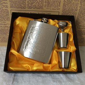 Wholesale 2018 New portable stainless steel hip metal flask sets brand gift travel whiskey alcohol liquor flagon golden Male Mini Bottles