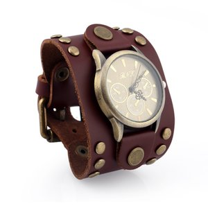 Wholesale Vintage Mens Digital Watch Roung Plate Rivet Design Leather Watch Punk Watches Wide Wrist Resistant Schedule