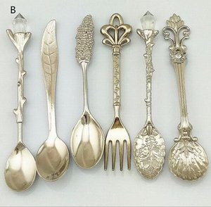 New 6Pcs Set Vintage Spoons Fork Royal Style Metal Carved Mini Coffee Spoons Kitchen Accessories fruit prikkers dessert Fork