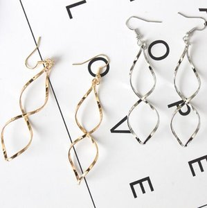 Wholesale Creative fashion European and American simple Spiral curved earrings design wavy curve earrings earrings female factory direct