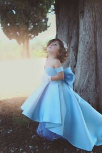 Wholesale 2020 New Baby Blue Flower Girls Dresses Off Shoulder Big Bow Hi Lo Satin Simple Princess Girls Pageant Dress For Kids Toddler Dress Custom