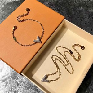Wholesale 2018 Brand name brass material V shape pendant with diamonds women sweater necklace jewelry style PS6117