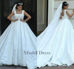 Wholesale Designer Brand Ball Gown Wedding Dresses With Lace Appliques Sleeveless Court Train Dubai Handmade D Flowers Low Back Luxury Bridal Dress