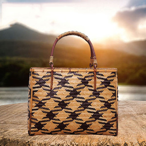 Environmental protection bags Boutique retro handmade bamboo bag fashionable handicraft bamboo bag hand-woven tea set containing handbag