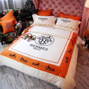 Wholesale Luxury classic embroidery carriage pattern fleece soft fleece fabric bedding set 4 piece set Christmas family gift
