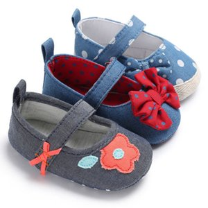 Wholesale Lovely Baby Shoes Newborn Baby Boys Girl Flowers Bowknot Crib Slip On Soft Sole Sports Shoes Buckle Strap Prewalker Size M