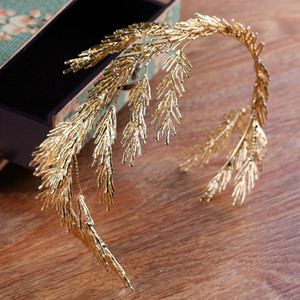 2018 Latest Designs Tiaras Antique Gold Dendritic Alloy Wedding Decorations Handmade Vintage Wedding Headpieces Crown Bridal Accessories on Sale