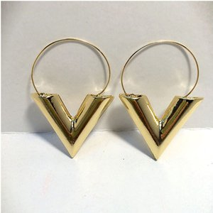 Wholesale V Shaped Earrings Gold Letter Earrings Delicate Polishing Ladies Earring Fashionable Cute Geometric Charm Earrings Jewelry Gift