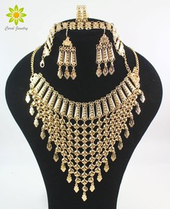 fashion necklace set 2017 New Design Dubai Gold Color Fashion Wedding Bridal Accessories Costume Necklace Set African Costume Jewelry Sets