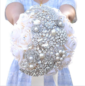 ingrosso rose di gioielli-2018 Elegant Roses Jewel Bling Pearl e Crystal Wedding Bouquets Bridal Rose Flowers Artificiale White Bride Brooch Bouquet stravagante