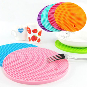 Wholesale Food Grade Silicone Meal Pads Non slip Heat Resistant Mat Thicken Bee House Shape Anti Scalding Coasters Home Kitchen Tool WX9