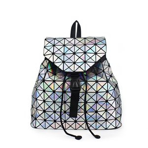 Wholesale Qihong Luxury Luminous Women backpacks Big Capacity students daypacks School Bags For girl fashion Bling hologram Female Bagpack