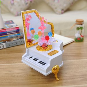 Wholesale The piano music box flash cute girl personalized gift with mirror ornaments gift box for children
