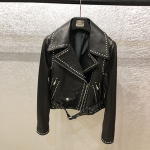 The 2018 spring and autumn season new genuine leather jacket female short style sheep leather motorcycle riveted leather jacket the same sty